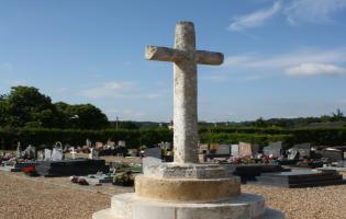 Conteville (Eure) La croix du cimetière