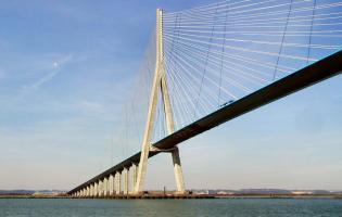 Le Pont de Normandie à 11 KM de Conteville
